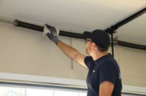 Garage door installers in Universitas